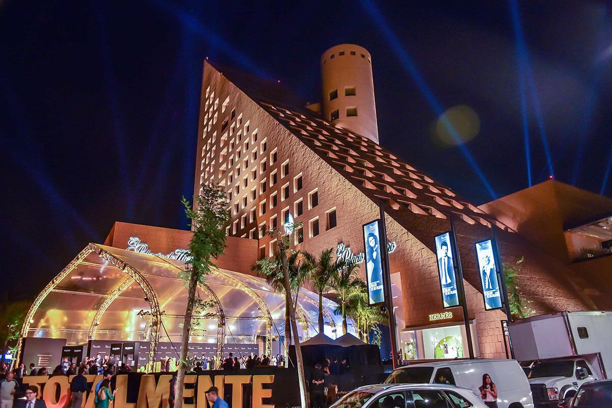 Palacio de Hierro Polanco / Iluminación exterior / Ciudad de México